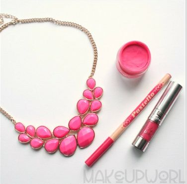 style inspiration! pencil - lipstick - eyeshadow - pink - all pink - necklace - style - fashion - inspiring