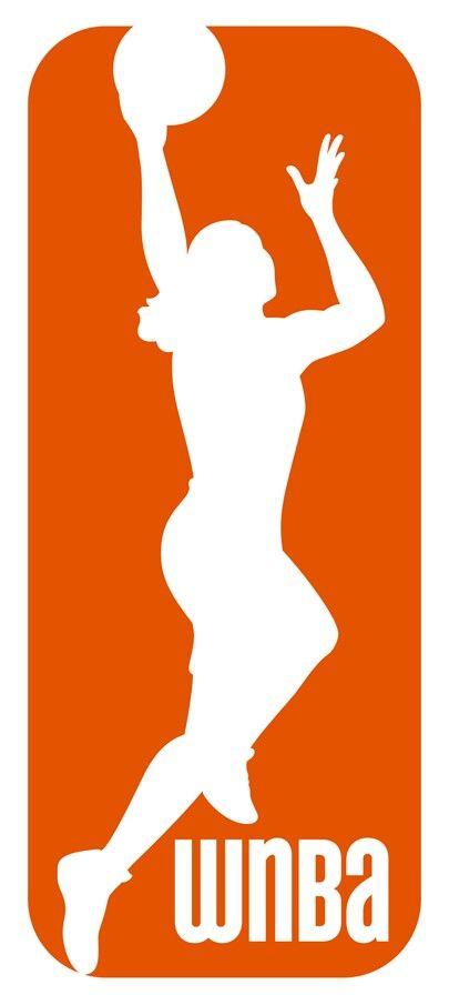 Women's National Basketball Association WNBA Logo De La Women's National Basketball Association (Asociación Nacional De Basquetbol De Mujeres) Escudo Un Rectángulo Redondeado Naranja Con Una Silueta Blanca De Una Mujer Jugador Con Unas Tres Letras Blancas Grandes Con El Nombre De La Liga En La Esquina Inferior Derecha Pais Estados Unidos.