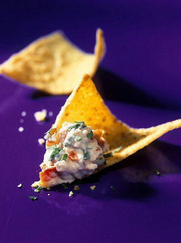 Recette de Dip avec féta et ail sur un tortilla-chip