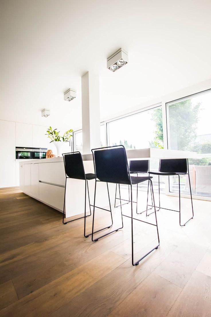 25 beste idee n over modern kookeiland op pinterest for Witte keukenstoelen