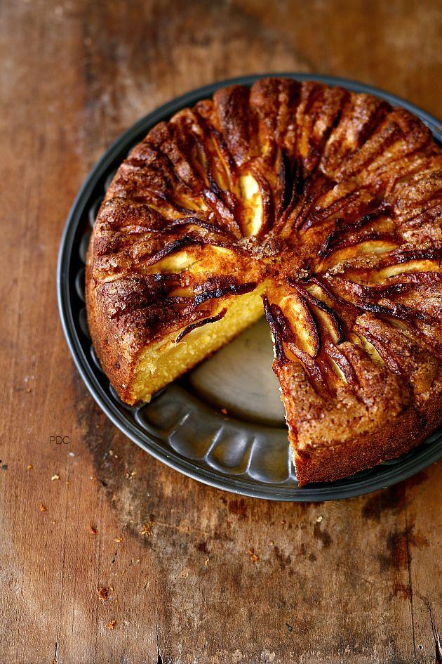 Sabato è sinonimo di torta, se poi si inizia all' insegna del brutto tempo allora quella di mele diventa la Regina della giornata. Una delle mie preferite è quella con la ricottadove non utilizzo né