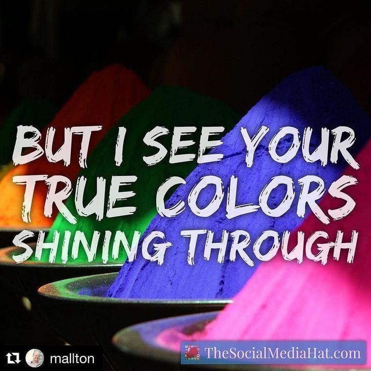 Veo tus colores verdaderos iluminandolo todo. #felizviernes #viernes #loscolores #purplelips #blueeyeshadow #fridayfeeling