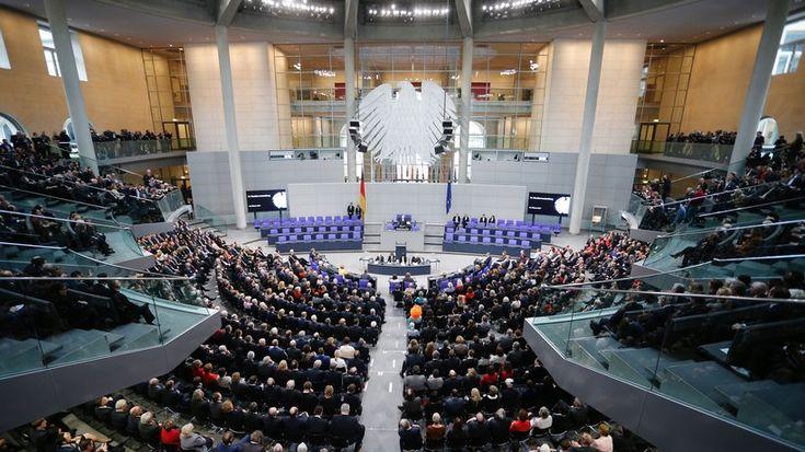 Jeder vierte Abgeordnete des Bundestags hat in der aktuellen Legislaturperiode Nebeneinkünfte bezogen. Teilweise ist unklar, von wem das Geld kommt.