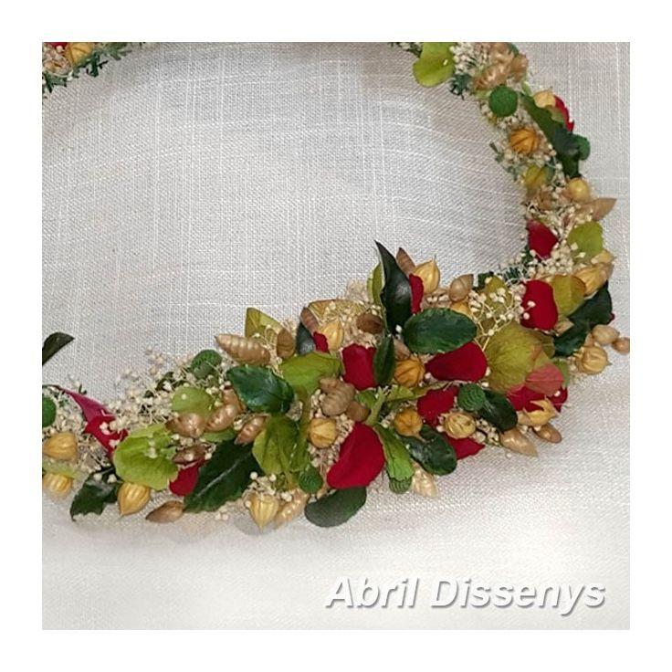Corona Tiara de Rosas y Lino para Novias Originales. Una tiara con flores preservadas hecha a modo de corona para el pelo con flor liofilizada. Adorno del pelo
