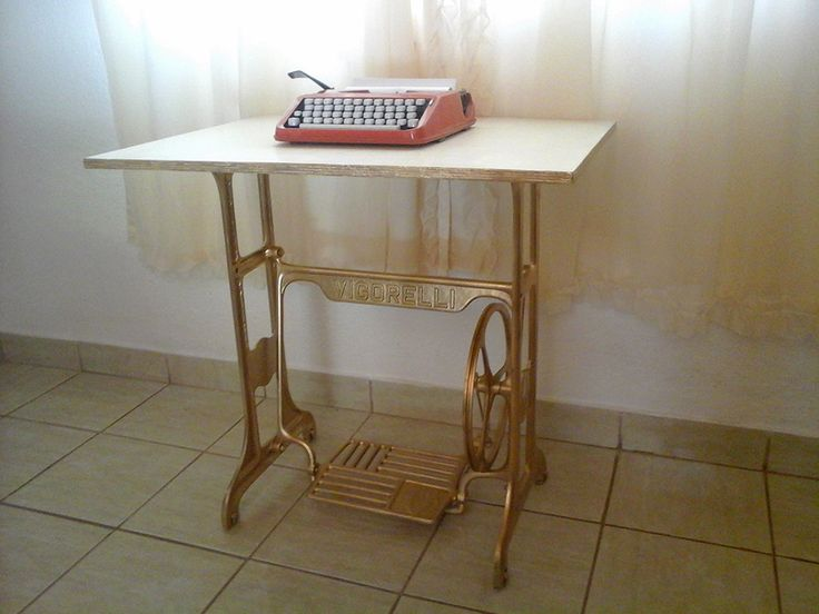 Restauração em pé de máquina Vigorelli, cor utilizada dourado metalico.