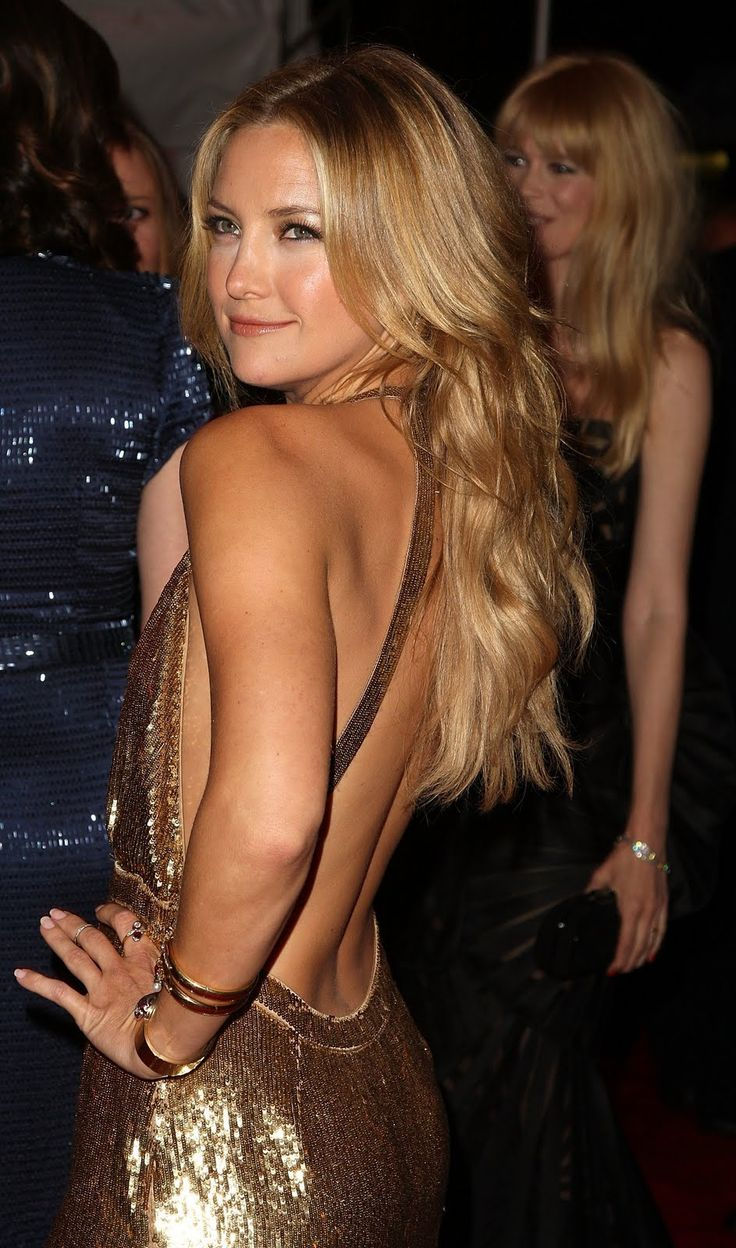 Kate Hudson's gorgeous blonde waves and yet another STUNNING BACKLESS GOWN! She rocks those