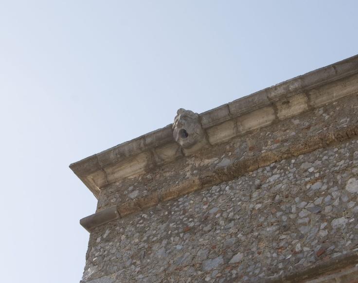 Gocciolatoio a maschera d'angolo Palazzo Rinascimentale Aieta #invasionidigitali