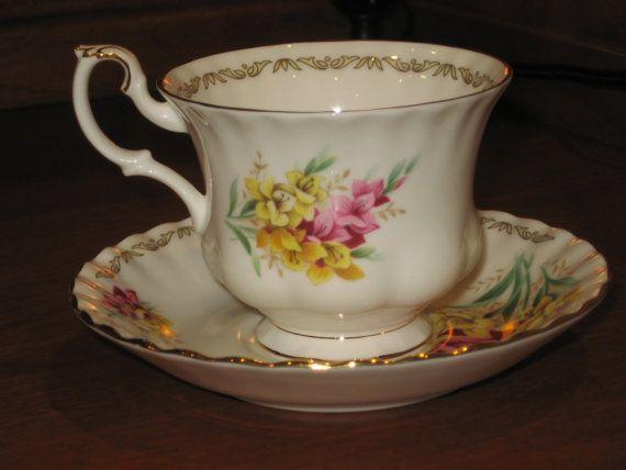 Golden Crown China E & R tasse à thé et soucoupe par BlueSkyTeaCups