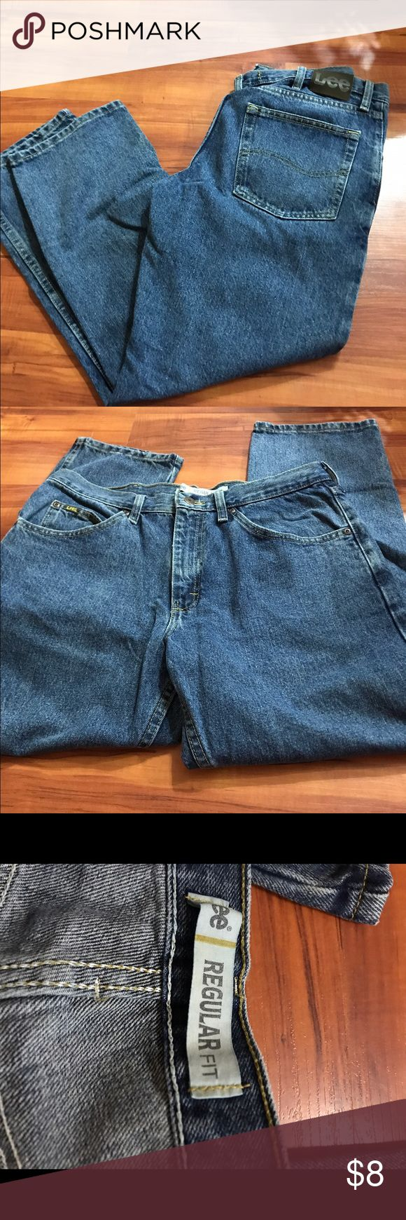 Men's Lee jean Brand is Lee. Size 34x29. Good used condition. No stains or holes that I see Lee Jeans Relaxed