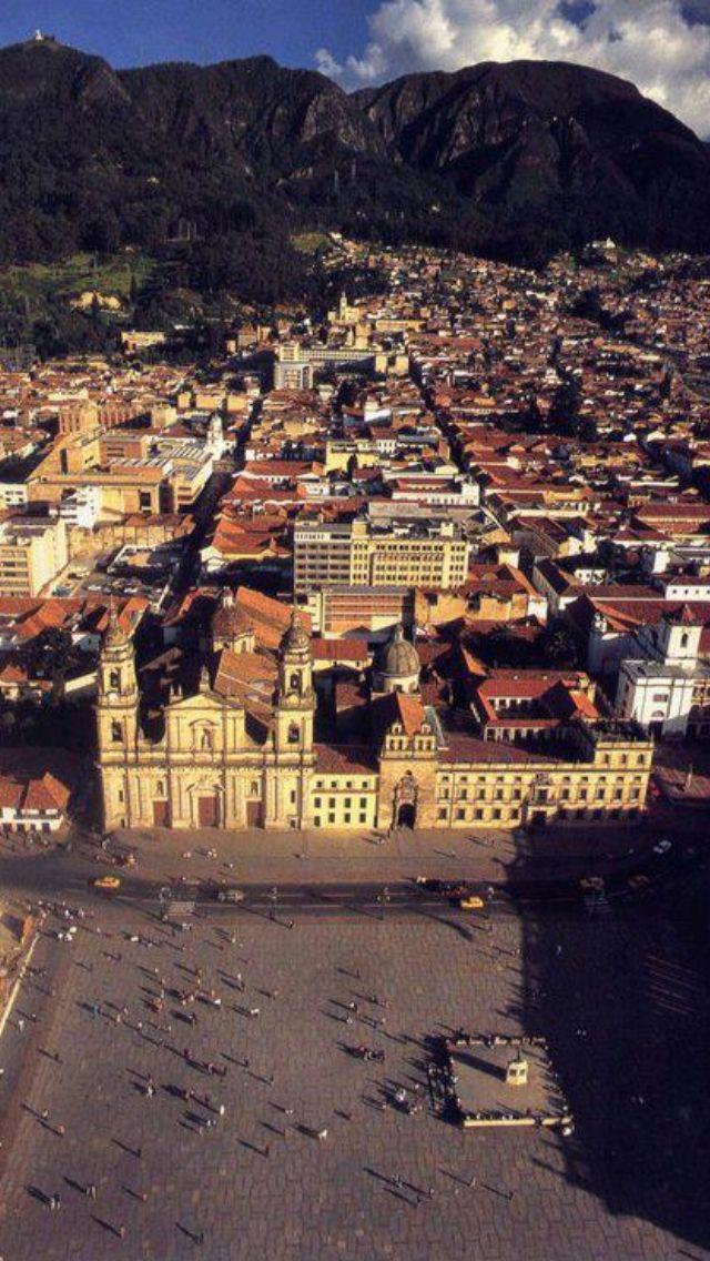 Plaza de Bolívar   Si tu #DestinoFavorito es #Bogota visitanos en www.easyfly.com.co/Vuelos/Tiquetes/vuelos-desde-bogota