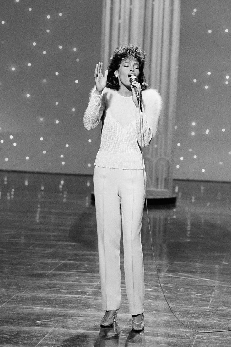 Whitney Houston performs on The Tonight Show Starring Johnny Carson on April 5, 1985.     - Cosmopolitan.com