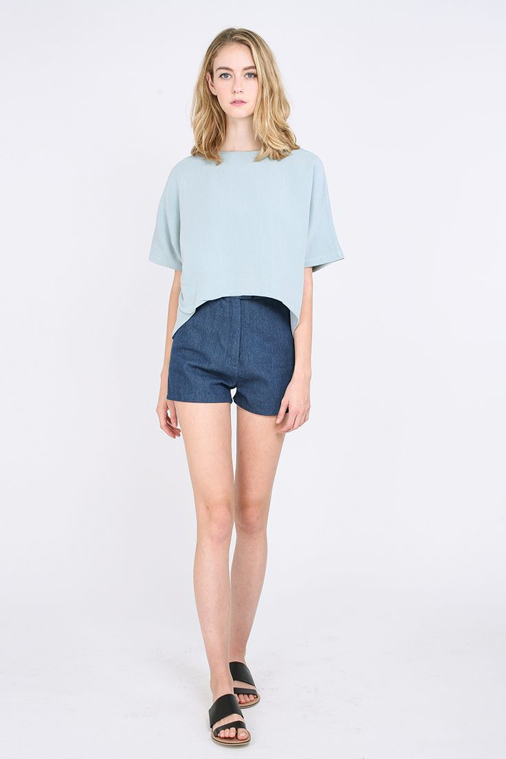 Slouchy, oversized tops are timeless go-to wardrobe staples every girl should own. Partially lined for comfort, the Jenere Blouse is your best bet for lazy days. Achieve that flawless model off-duty look in no time when you pair this boxy linen number with a pair of denim cut-offs and Novesta's signature sneakers. Details of this piece include batwing sleeves and a drop-hem. Due to nature of the fabric, slubs and dark lines are present and not considered as defects.