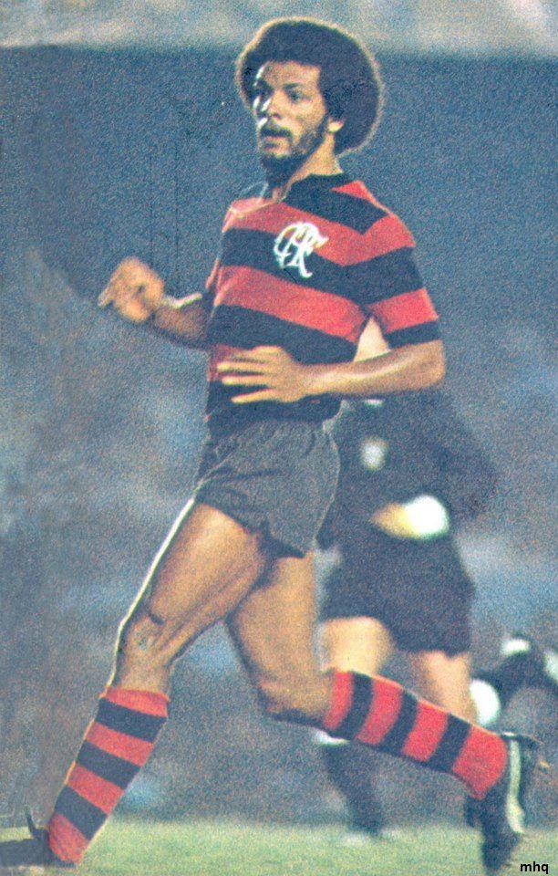 Eterno ídolo. Júnior foi campeão carioca seis vezes, enquanto Zico foi sete, mas só Júnior conquistou seis estaduais como titular. Zico, em 1972, ainda com 18 anos, e em 1986, quando se recuperava de contusão, foi campeão desses dois campeonatos quase sem atuar na campanha e nem nas finais.