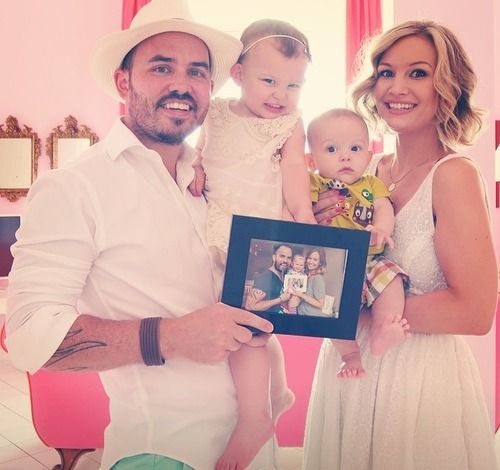 The SACCONEJOLY's family is perfect.   My familys all messed up and they are so perfect
