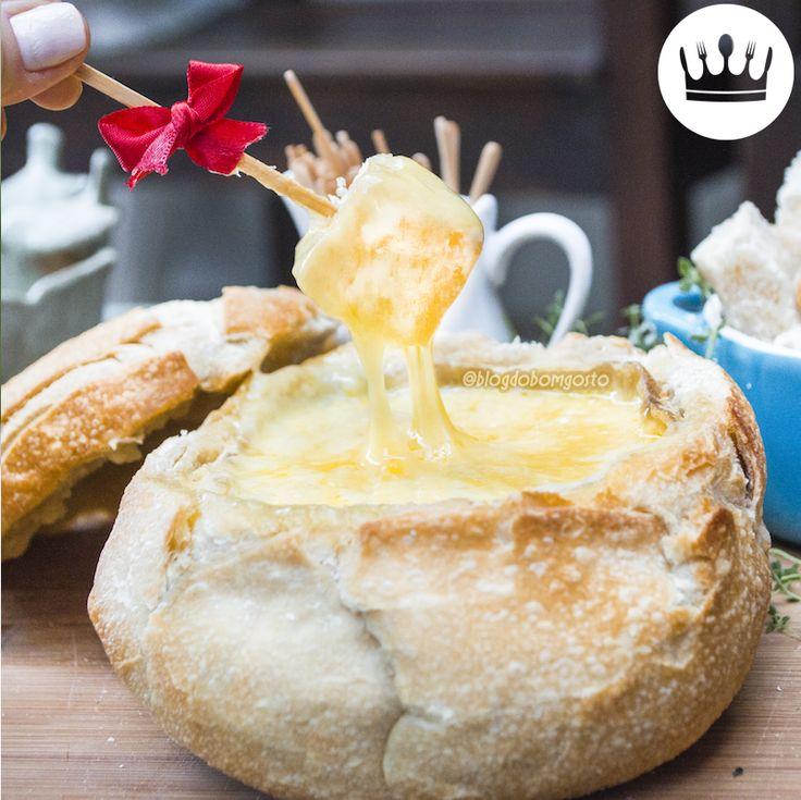 Seja no frio ou no calor, fondue é sempre uma boa ideia – afinal, envolve recheio derretido! *-* Essa receitinha é bem fácil e leva apenas 2 ingredientes: pão e queijo! Confira o passo a passo no VÍDEO do Minuto BG!