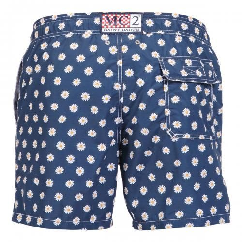 NYLON LONG SWIM SHORTS WITH CHAMOMILE FLOWERS PATTERN Nylon long Swim Shorts with chamomile flowers print. Two front pockets and back Velcro pocket. Internal net. Elastic waistband with adjustable drawstring. COMPOSITION: 100% NYLON. Model wears size M, he is 189 cm tall and weighs 86 Kg.