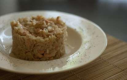 Risotto con salmone fresco - Ecco dei gustosi cestini di riso con salmone fresco passati al forno per una cenetta romantica di San Valentino, ottimi con del vino bianco e una spolverata di pepe macinato fresco.