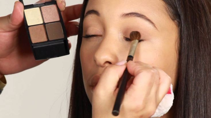 How to Put on Eye Shadow for Brown Eyes in the Daytime