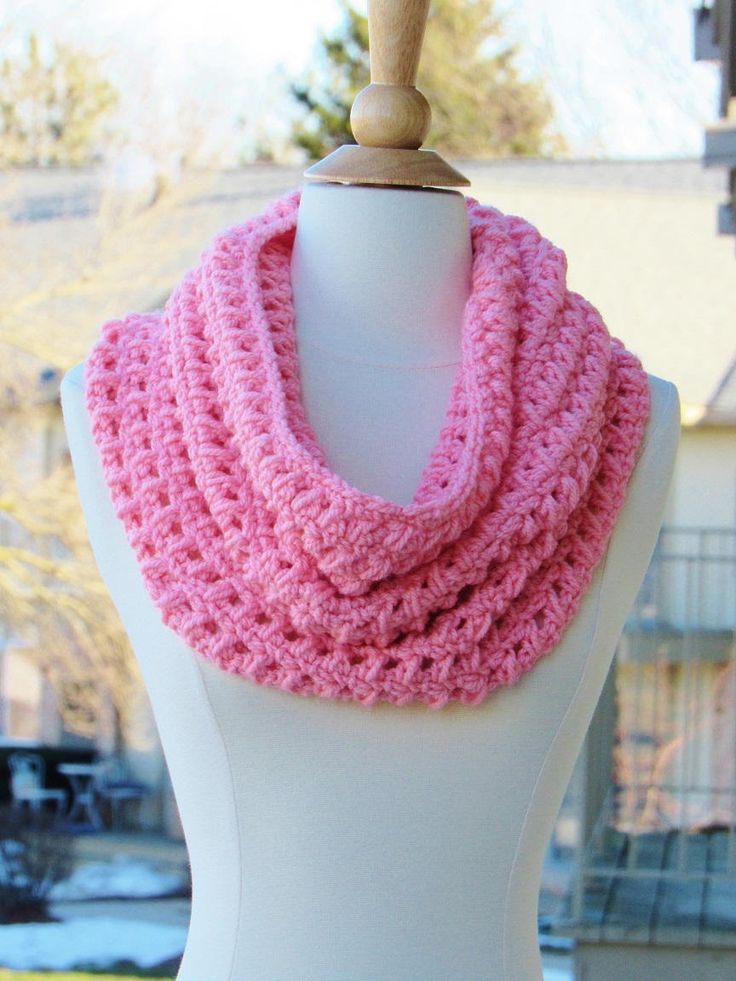Alexa Chunky Cowl - This simple chunky cowl is quick to work up and oh-so-springy!
