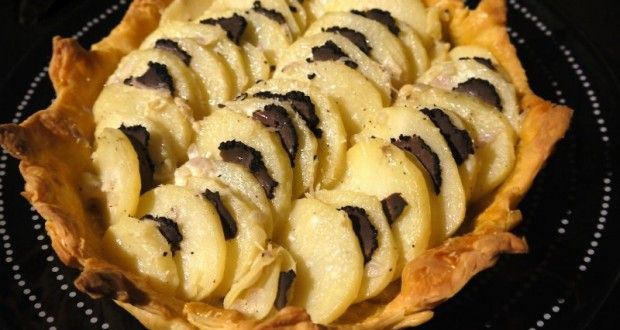 πατάτες με μαύρη τρούφα σε σκεύος από ζύμη - Pandespani.com