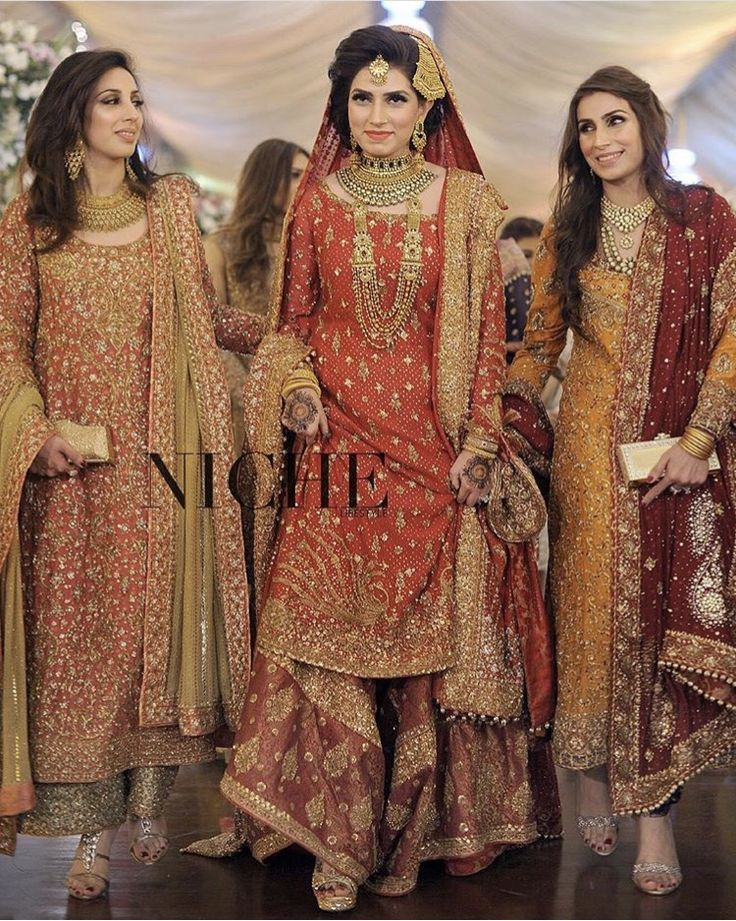 Gorgeous outfit by bunto kazmi