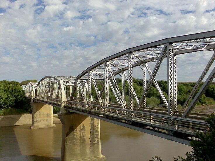 File:General Hertzog Bridge over Orange River at Aliwal North.jpg
