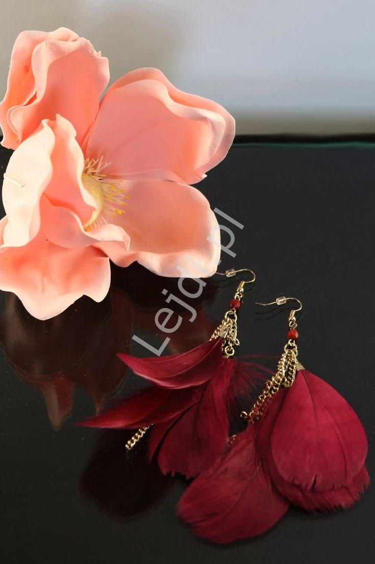 Earrings with feathers in dark wine colour. Kolczyki wiszące piórka | kolczyki pióra ciemne wino