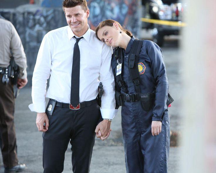 Brennan Rests Her Head on Booth's Shoulder During Bones Season 8, Episode 2 #bones #kurttasche