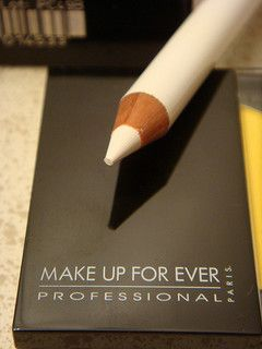 white eyeliner tricks, I love using white eyeliner.  It make a statement in the right places