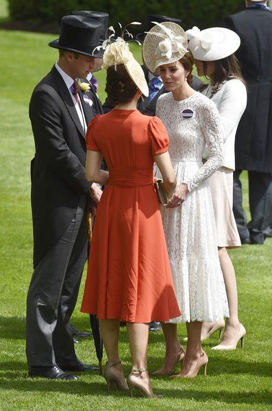 Kate Middleton a illuminé la 2e journée du Royal Ascot, avec la famille royale britannique, et Frederik de Danemark et son épouse la princesse Mary.