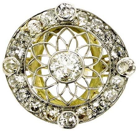 Belle Époque diamond cluster ring, circa 1905. Via Diamonds in the Library.