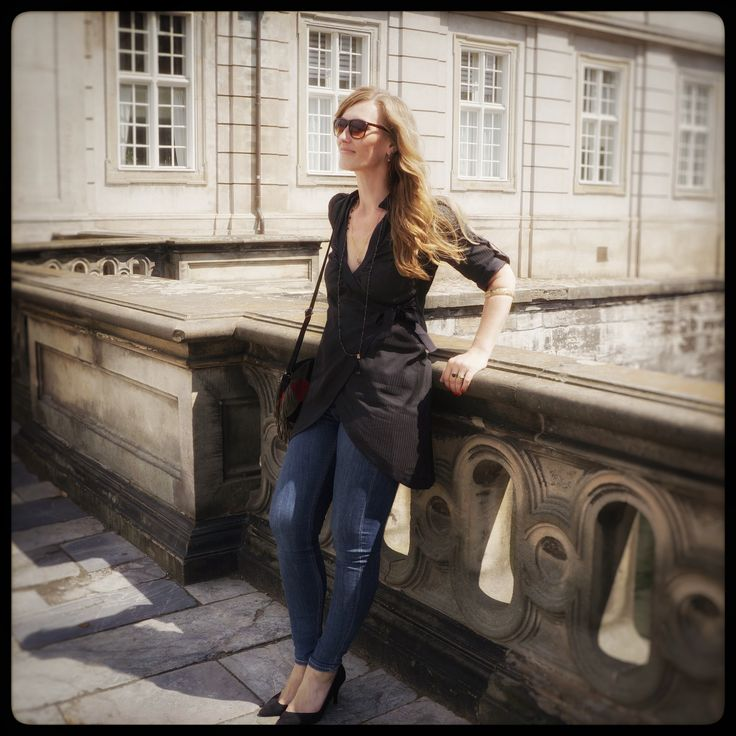 """Outfit of the (Mon)day: Beautifull Sabina wearing the """"Fie"""" tunika and jeans in the center of Copenhagen - check it out on the webshop:"""