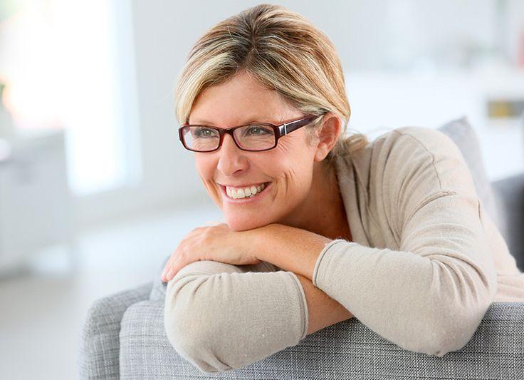 La menopausa, interruzione del ciclo mestruale, è un cambiamento fisico del tutto fisiologico che in genere si verifica nelle donne tra i 45 e i 55 anni.