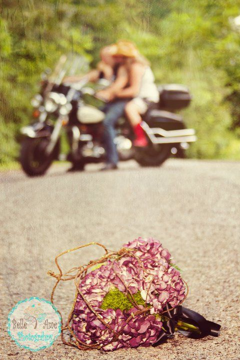 Another cute idea for biker wedding photos