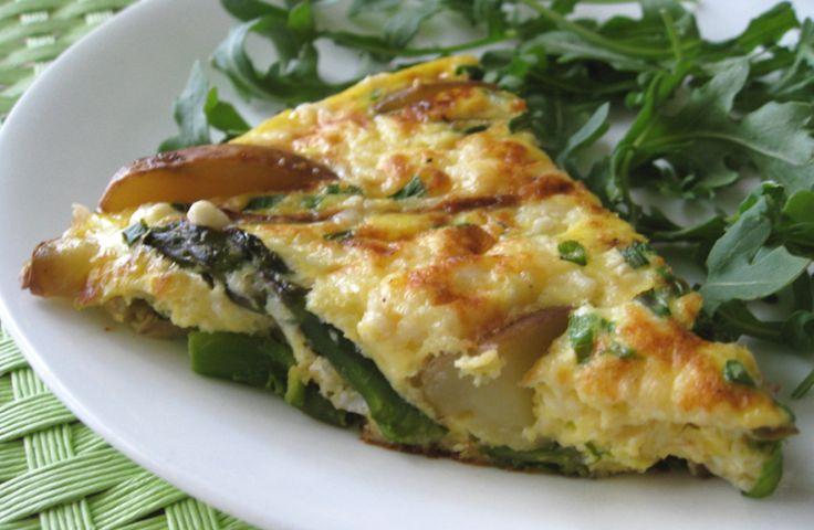 Τα σπαράγγια είναι στην εποχή τους τώρα, και ταιριάζουν υπέροχα με τα αυγά.