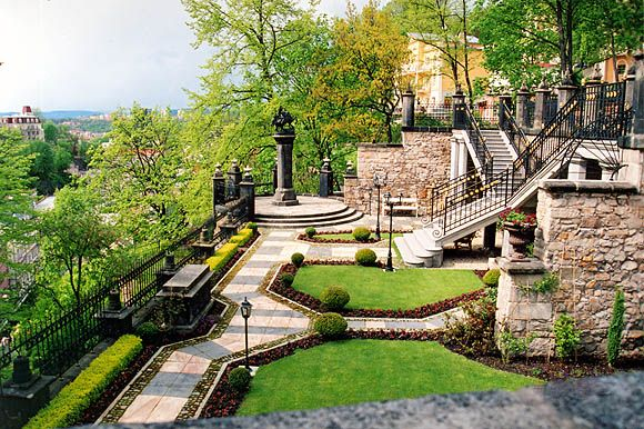 Карловы Вары. Частный сад. Private garden.