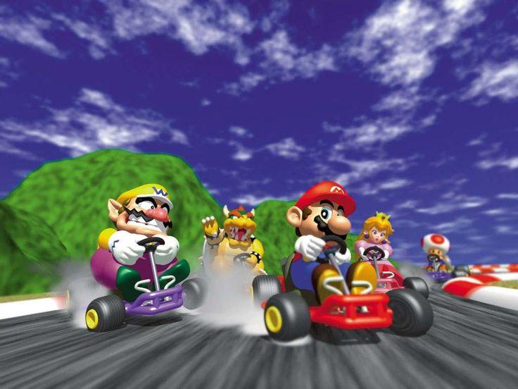 Mario Kart 64 (N64) Mi juegos favoritos  Con todos los personajes de Mario Bros, vives la aventura de competir en carreras con divertidos escenarios, que contaba con tres modos de juego: Contrareloj, Modo Versus, Modo Batalla, para ganar la copa.