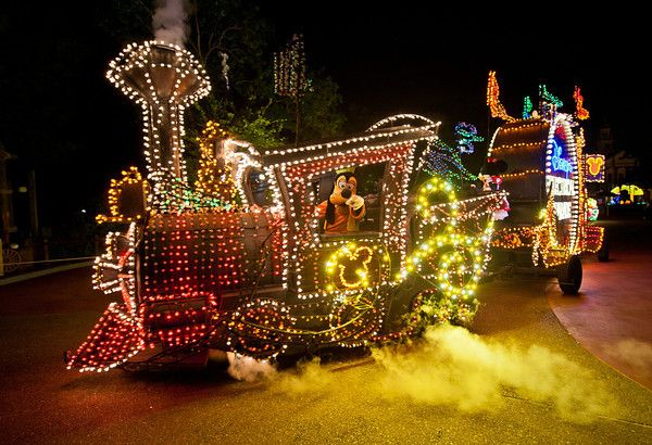 Some of the best spots for the Main Street Electrical Parade aren't the most sought-after. Read this to learn where to watch it!