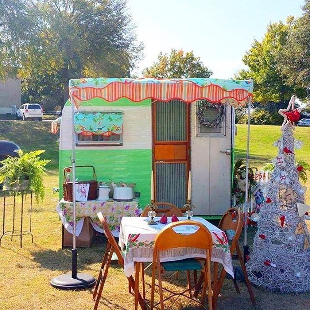 When you live in warm places you get to Christmas camp!! @mountaincowgirl does it!! This is Sister on the Fly Tammy R's 1954 Traveler! #vintagetrailer #christmas #deckthehalls #1950's #christmasdreams