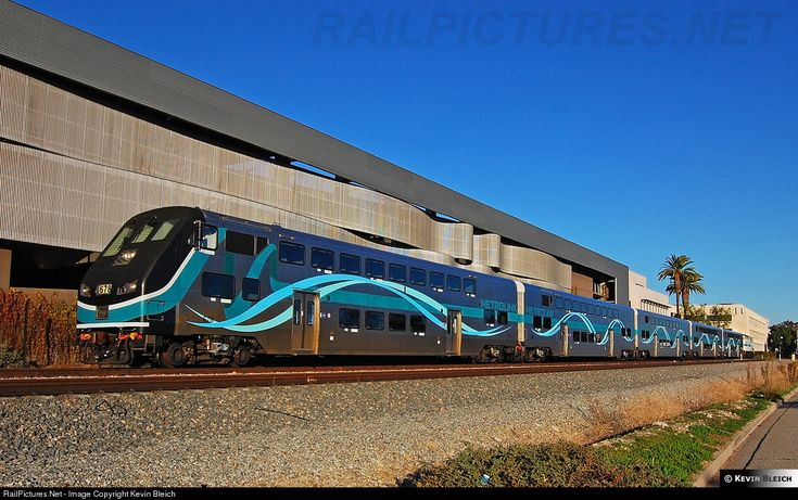rare sight a metrolink train with 5 hyundai rotem cars with a matching f59ph in phase 3 paint. Black Bedroom Furniture Sets. Home Design Ideas
