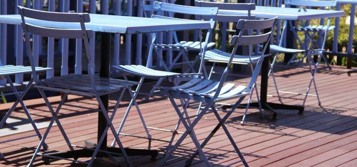 Protagonista del #racconto di Anna, un mito intramontabile del #design: Celestina, la sedia pieghevole reinterpretata da Marco Zanuso per Aurelio Zanotta, 1978 | Storyteller: Valentina Chiefa | #StoriediDesign, DSforDESIGN.