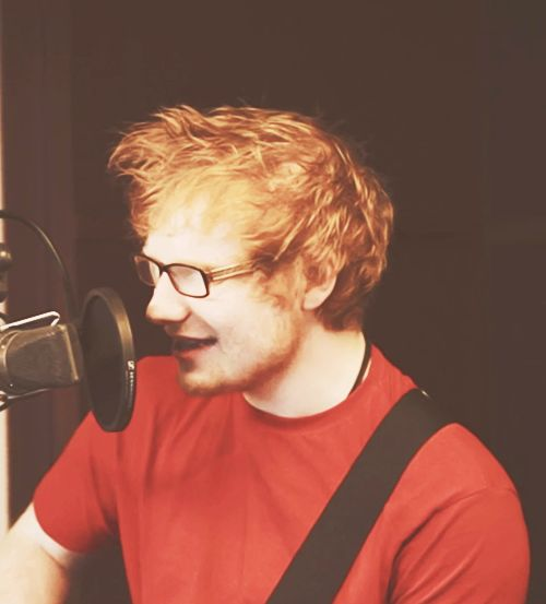 Ed Sheeran.  I know where this picture is from. The video of him singing Swim Good by Frank Ocean. Love that song.