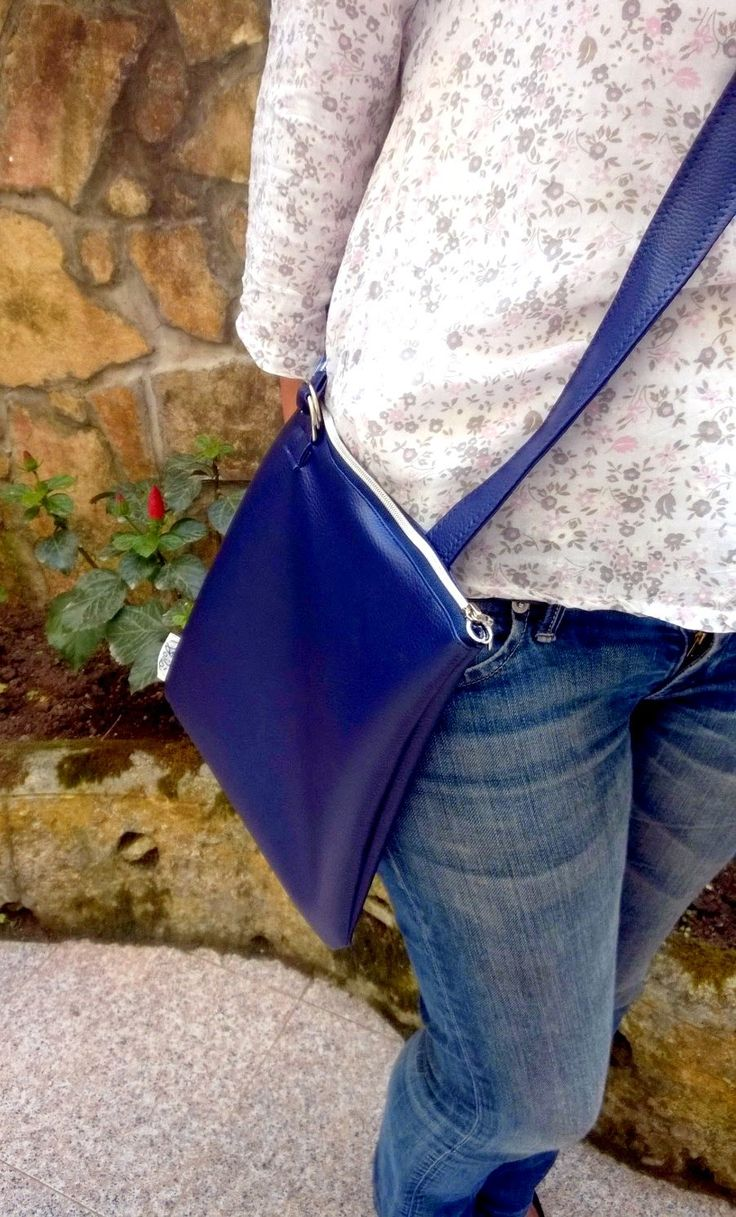 --- Borsa con tracolla in ecopelle, interno in cotone 100% ---- *Disponibile anche in altri colori e misure* Per info contattaci! #bag #accessori #moda #abbigliamento