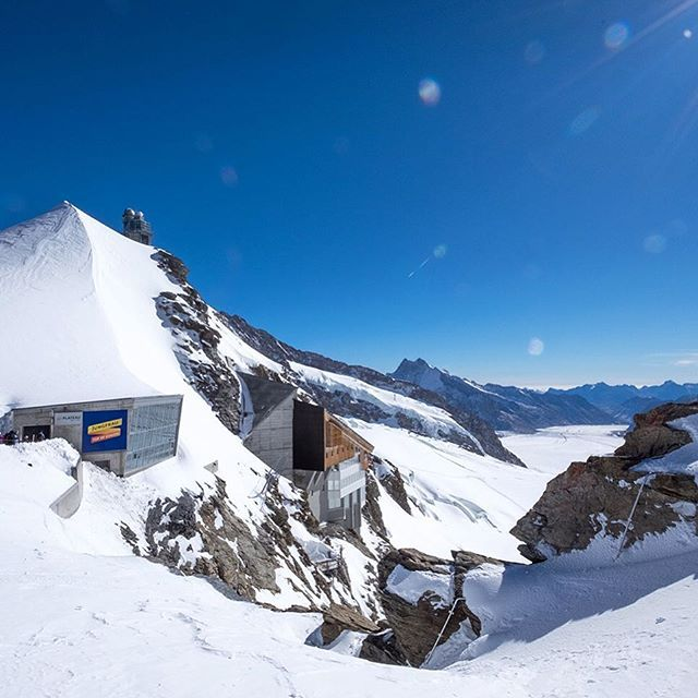The white stuff ❄️ > The Alps are getting their first snowfalls, but up at the Jungfraujoch in Switzerland it's always winter, even in the middle of summer, way up at 3454 metres above sea level. Is it just me or does the Jungfraujoch look like a Bond Villain's lair? (except inside there's a restaurant, train station, post office and ice palace rather than a nuclear bunker and swimming pool full of sharks 🦈)
