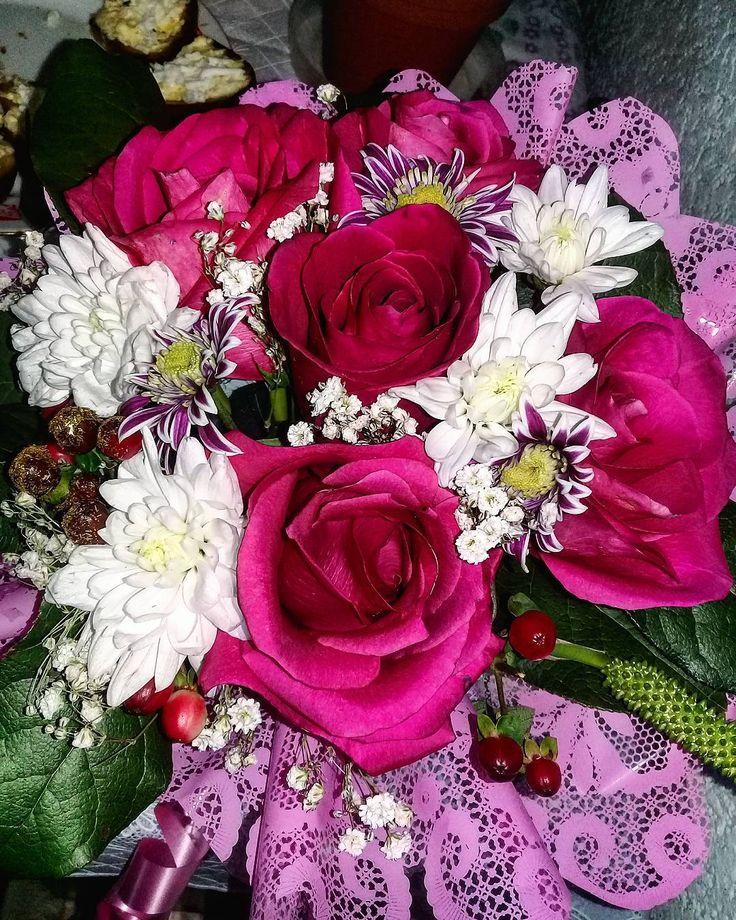 Сегодня годовщина свадьбы у моих ба и деды������48 лет вместе, между прочим❤ Ух, какие же они классные�� Они-мой главные крепкой семьи и чистой любви. Такой желаю каждому�� А этот букетик мы им подарили�� • • • • •…