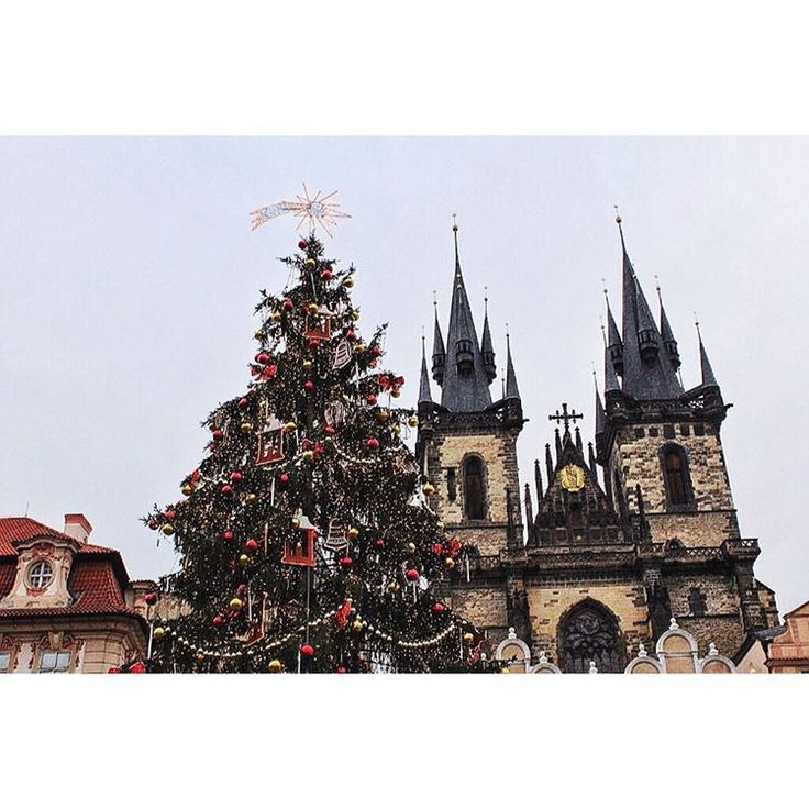 Christmas in Prague, Old Town Square. Zobrazit tuto fotku na Instagramu od uživatele @michaelavavrin • To se mi líbí (268)
