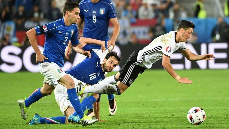 Bordeaux - Deutschland steht im Halbfinale der EM 2016! Der Weltmeister schlägt Italien im Elfmeterschießen und trifft nun auf Frankreich oder Island. Das Spiel im Ticker zum Nachlesen.