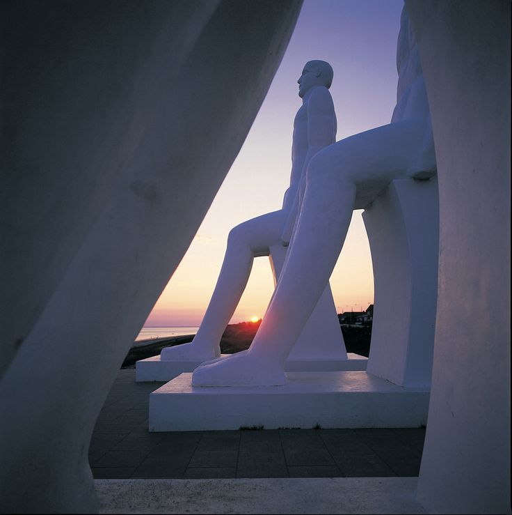 Man Meets the Sea, a monumental sculpture by Svend Wiig Hansen that greets people arriving to Denmark by sea