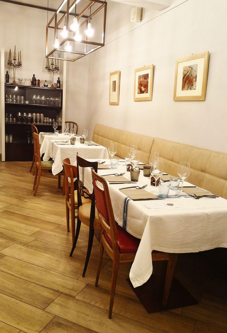 La sala ristorante, come potete vedere, fonde caratteri vintage, moderni e industrial in modo tale da creare uno stile Urban-chic