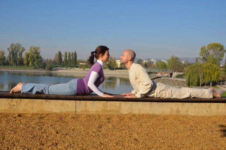Kobrapóz- Bhudzsangászana www.eljharmoniaban.hu #kezdőjóga #hathajóga #jógatanfolyam #jóga #jógabudapest #meditáció #meditációstanfolyam  #jógastúdió #yogabudapest  #yoga #yogabudapest  #eljharmoniaban  #vitaikati #purusa  #yogapose #asana #ászana #stone  #partneryoga #párosjóga #budzsangászana #cobrapose #bujangasana #kobrapóz
